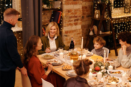 Organize a Dining Out in the Community Event for Christmas